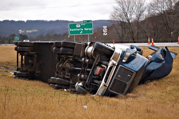 WHY AN INDEPENDENT TRUCK DRIVER MUST WORK WITH A TRUCK ACCIDENT LAWYER